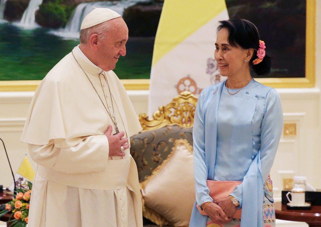 教宗方濟各在緬甸首都奈比多的演說中,未提「洛興雅」一詞。美聯社