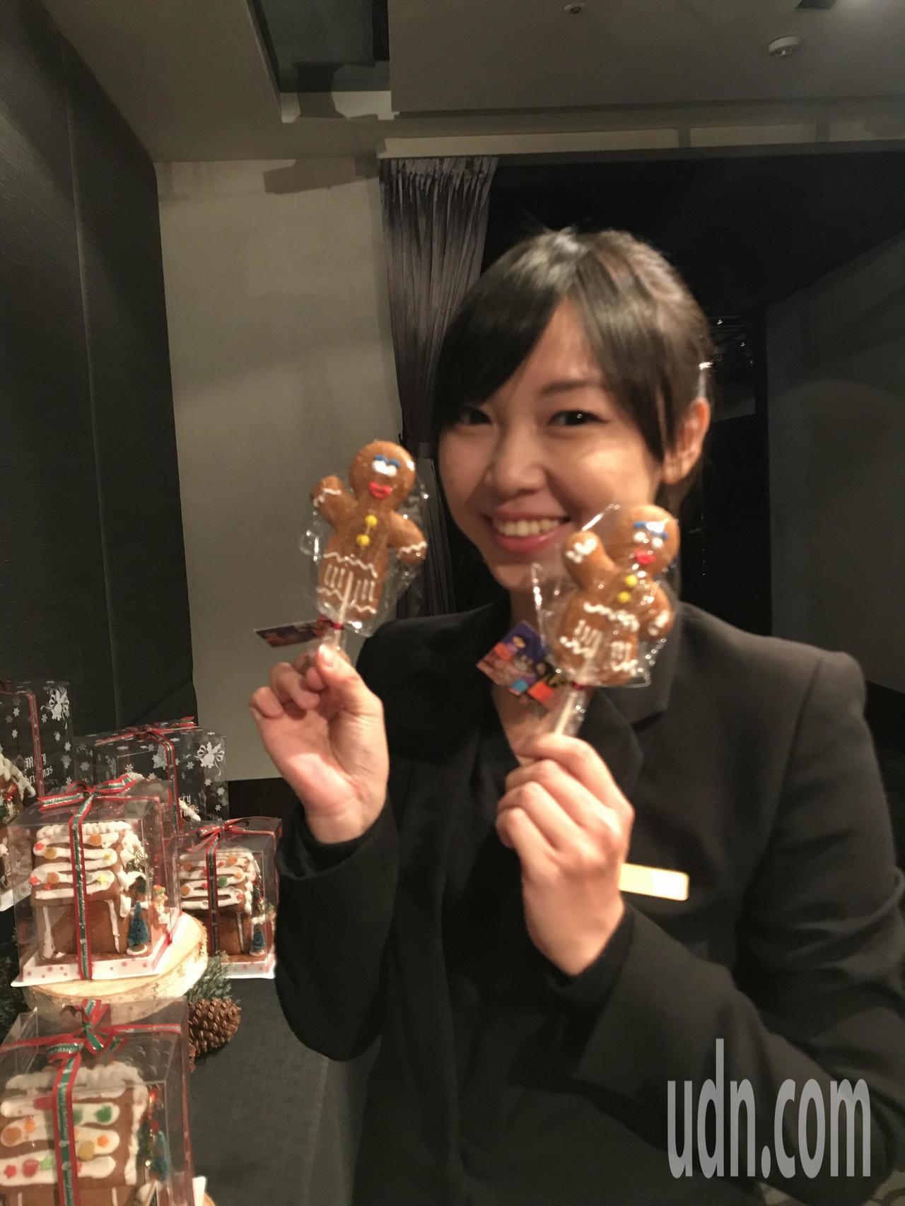 台南晶英酒店推出耶誕薑餅人義賣活動。記者綦守鈺/攝影