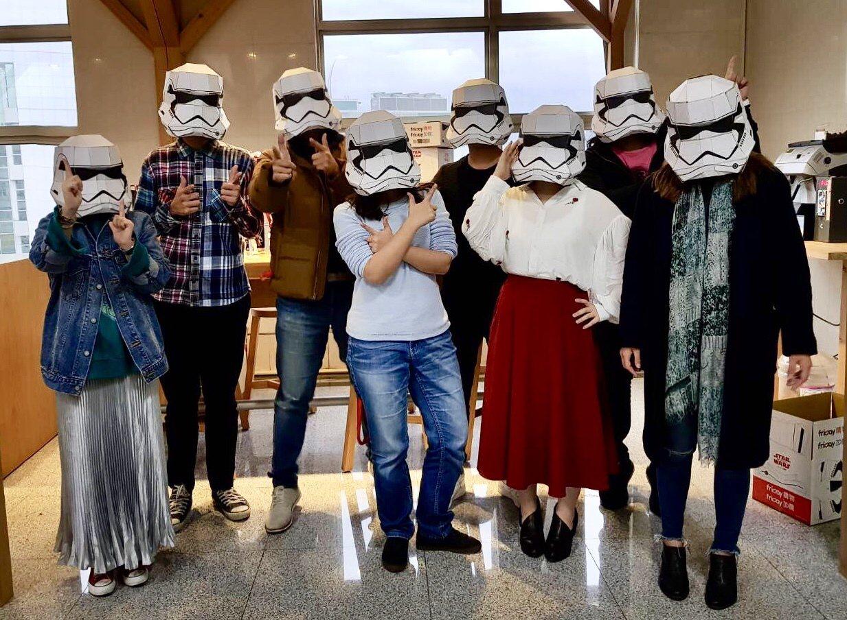 friDay購物與STAR WARS首度合作推出限量10萬個的造型白兵物流箱,可...