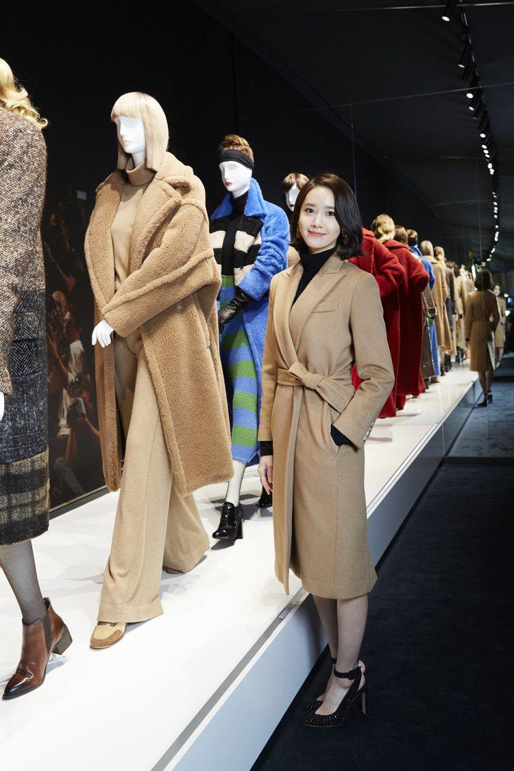 潤娥穿上為她量身打造的Max Mara大衣出席「Coats!」首爾大衣展。圖/M...