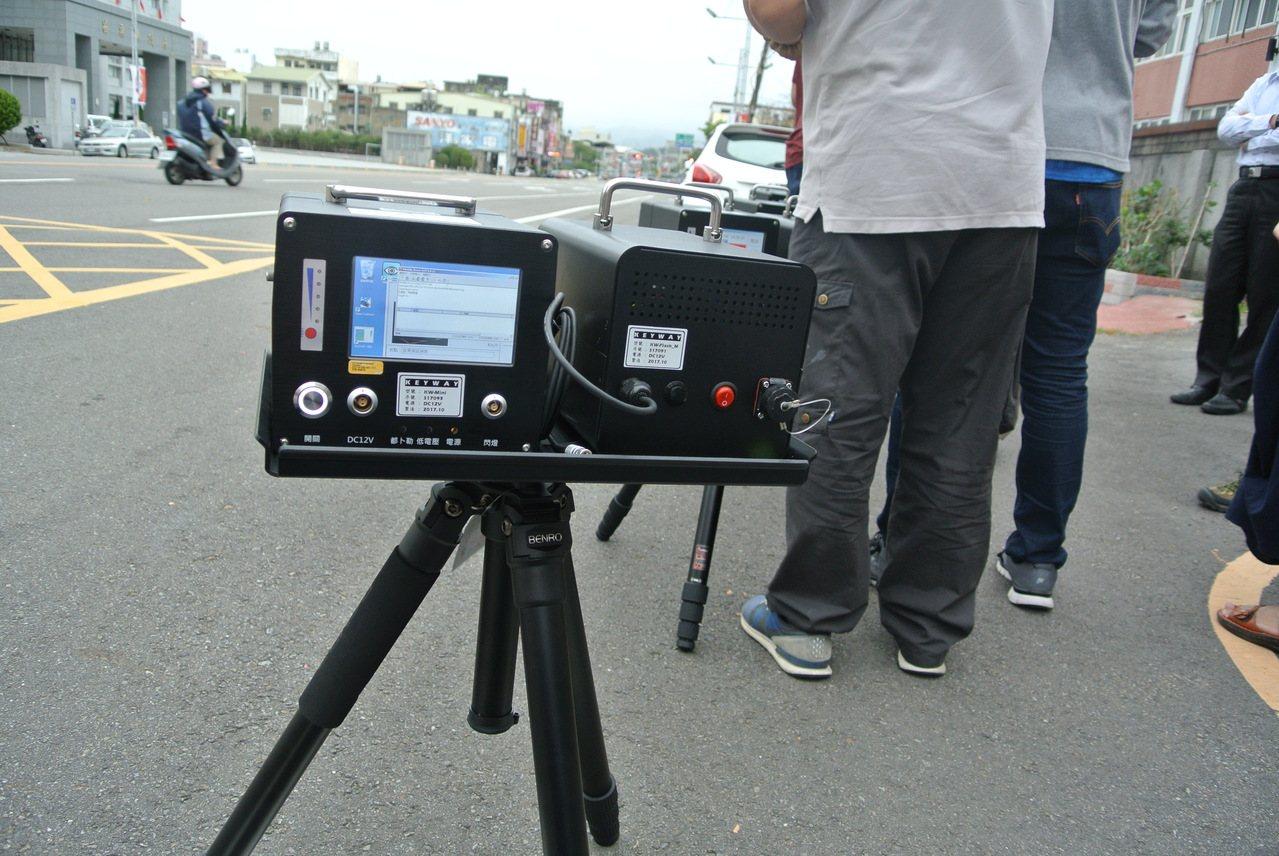 苗栗縣警局添購10套數位(機動/車載)雷達測速照相設備,大幅提升夜間測照能力,已...