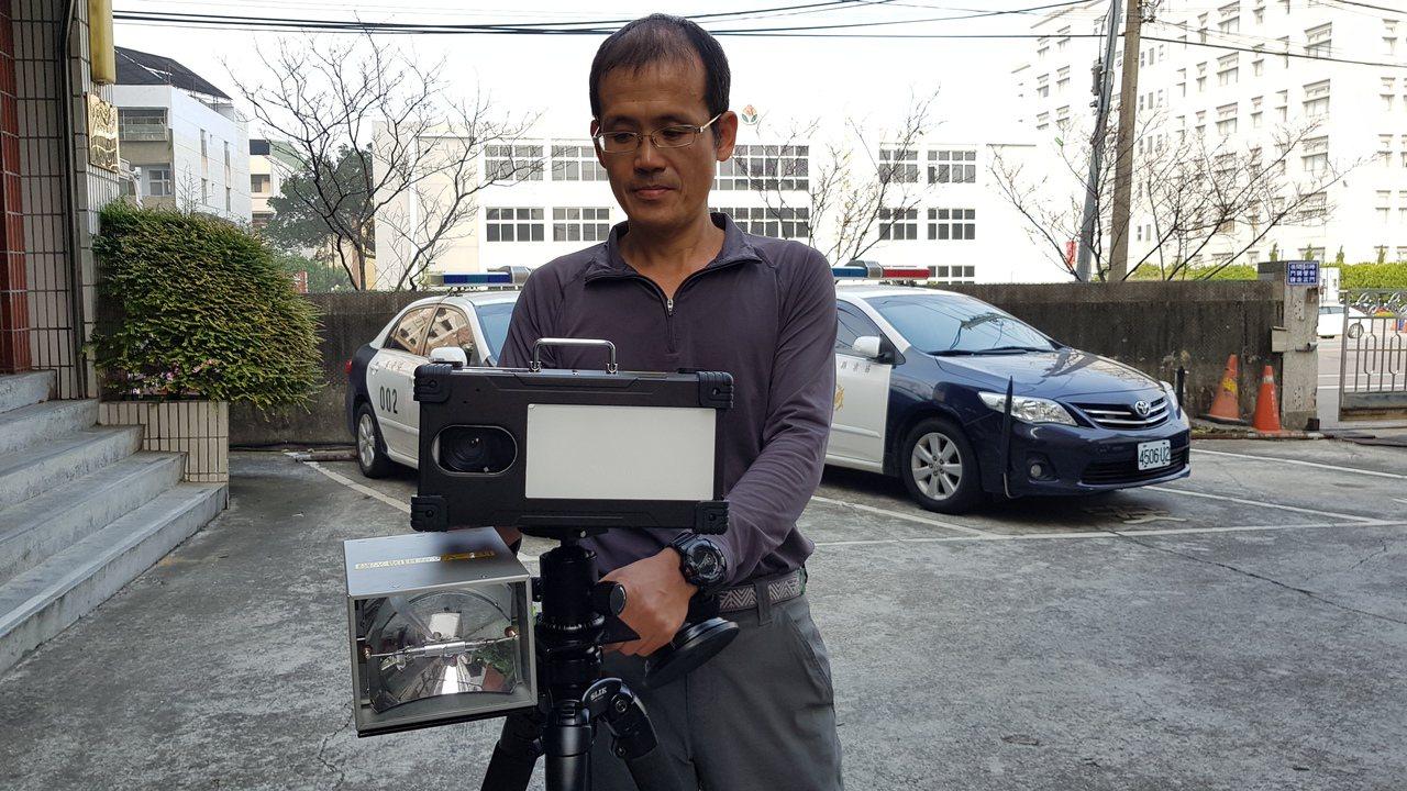苗栗縣警局添購10套數位(機動/車載)雷達測速照相設備,有專用的閃光燈可以補光,...