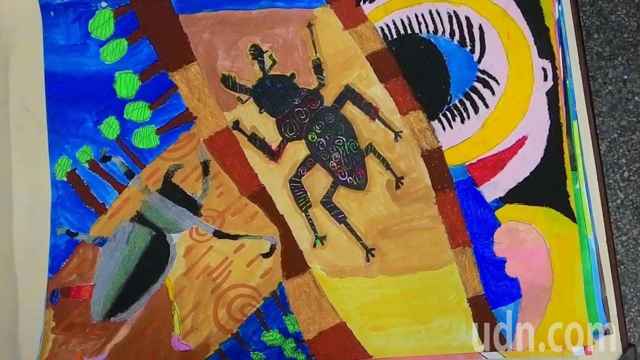 彰德國中學生蕭宜庭以「看蟲趣」為題參加「童畫心世界」繪畫比賽,畫風生動獲得第一。...