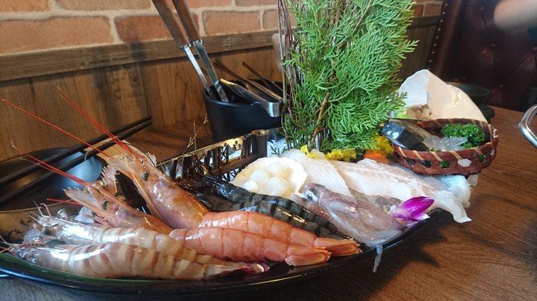 營養師說,最簡單肉類選擇記法是:「2隻腳的比4隻腳的好,沒有腳的最好!」所以海鮮...