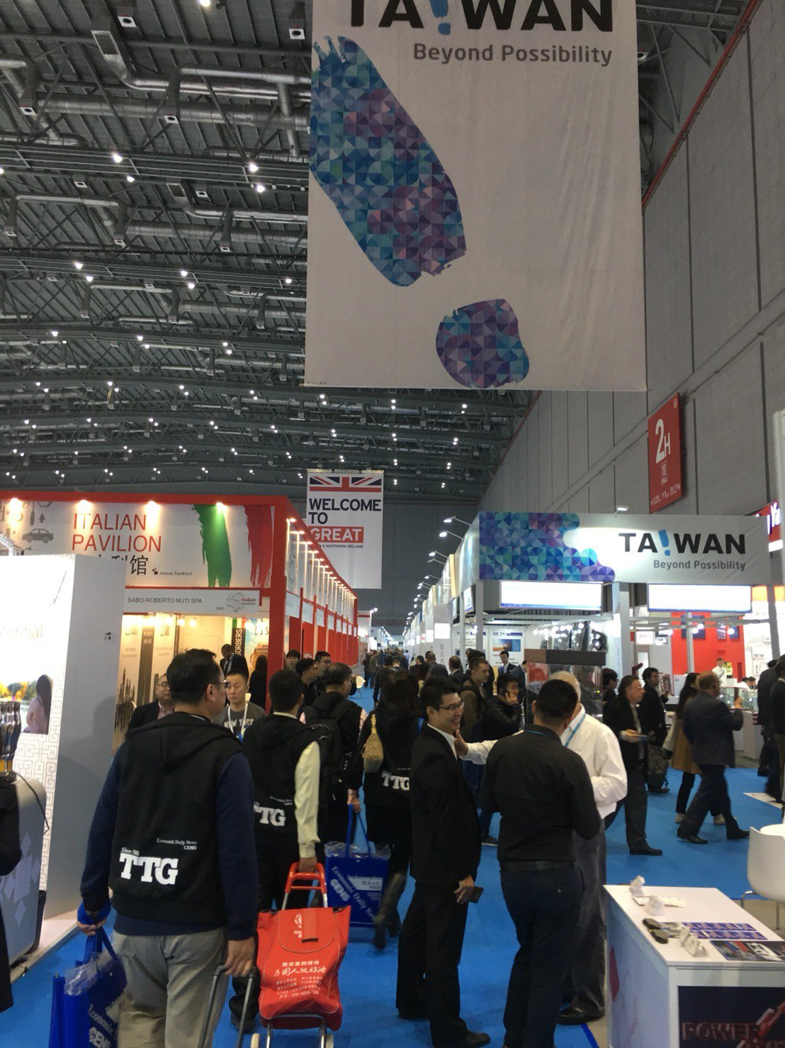 Automechanika Shanghai開展首日即成功吸引大量人潮。蔡耀章/...