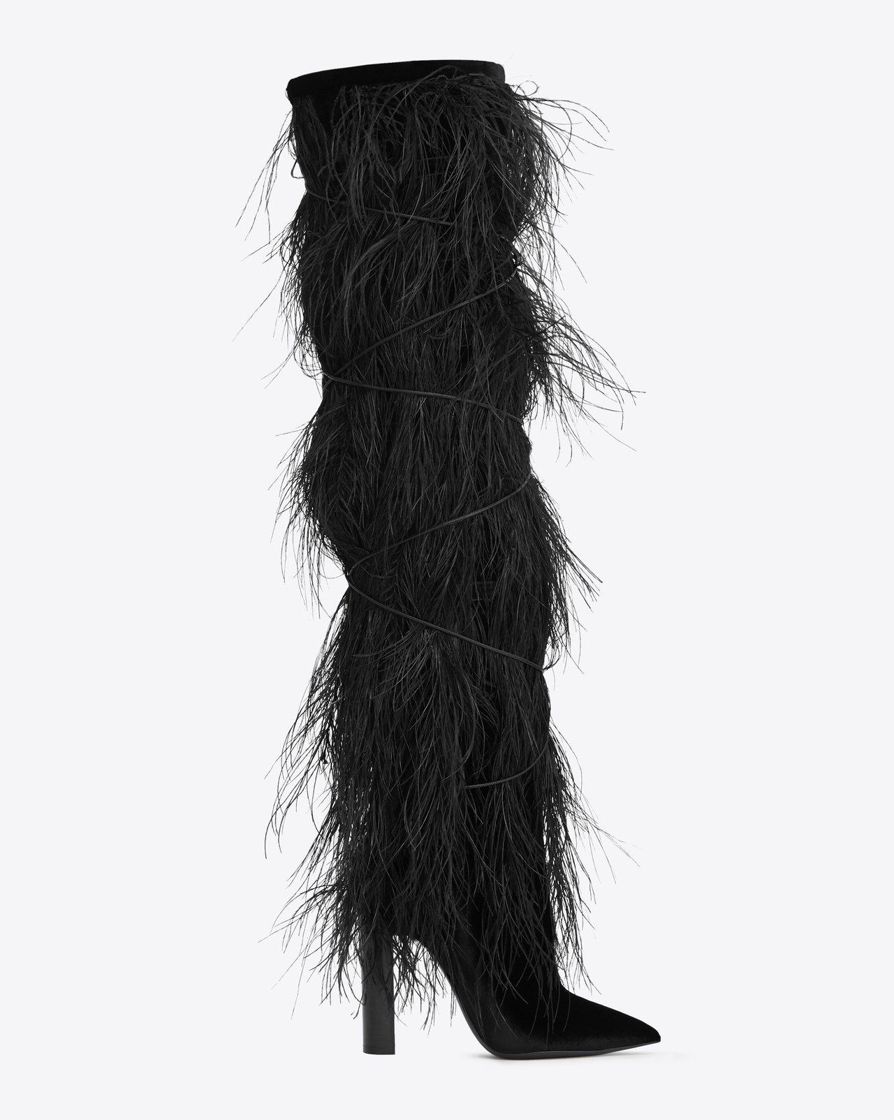 TANGER羽毛黑色絲絨膝上長靴,價格電洽。圖/Saint Laurent提供