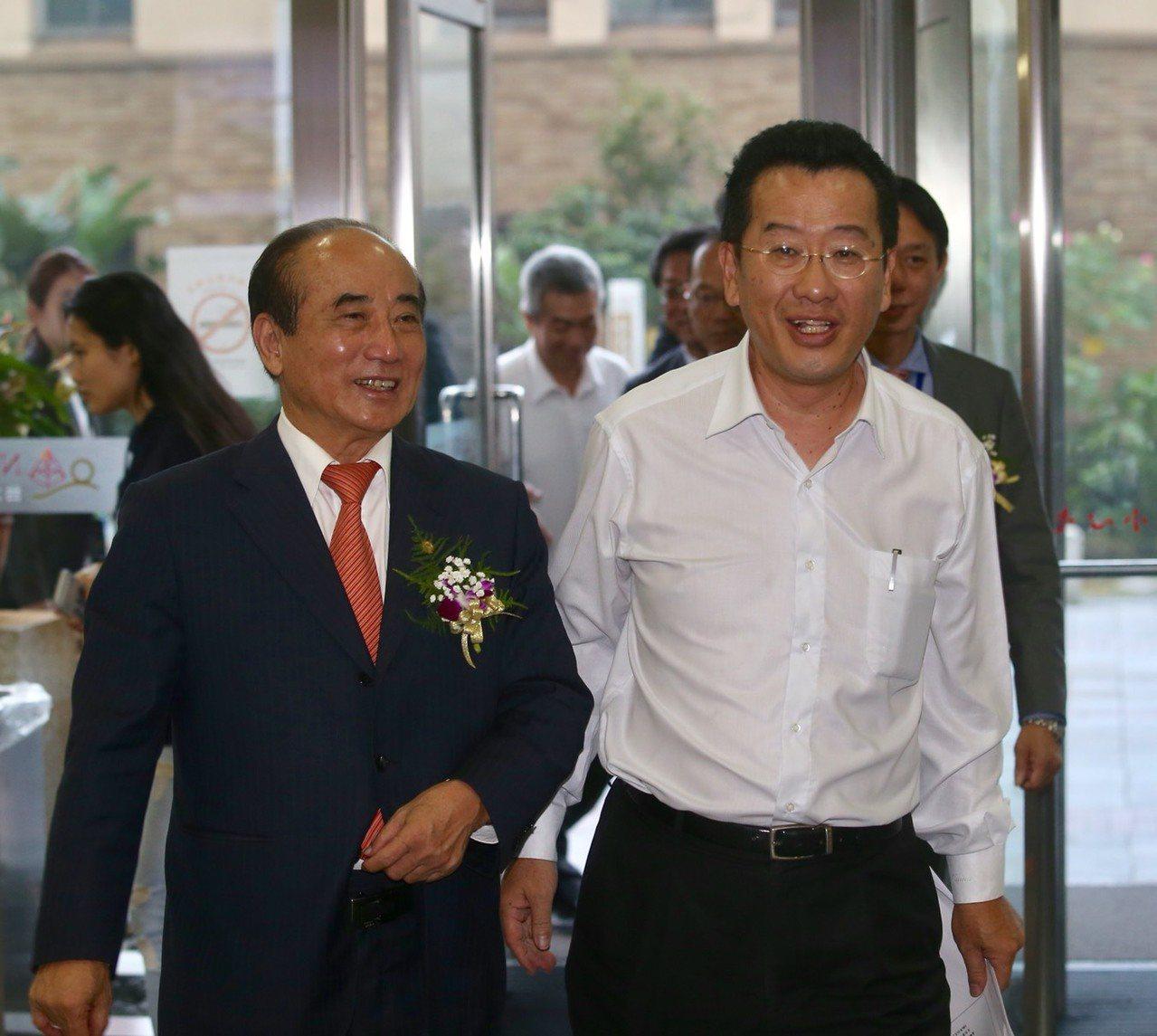 金管會主委顧立雄今天(29日)說,在台灣現在這種環境下,如果要進行「敵意(非合意...