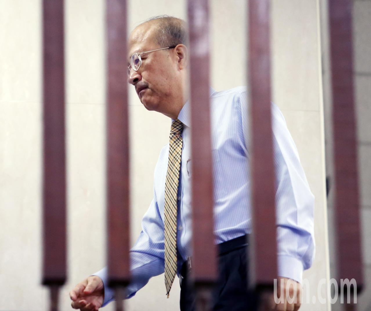 台北地檢署偵辦三中案及賤賣黨產案,傳喚前中投總經理汪海清出庭,直到晚間仍庭訊中。...