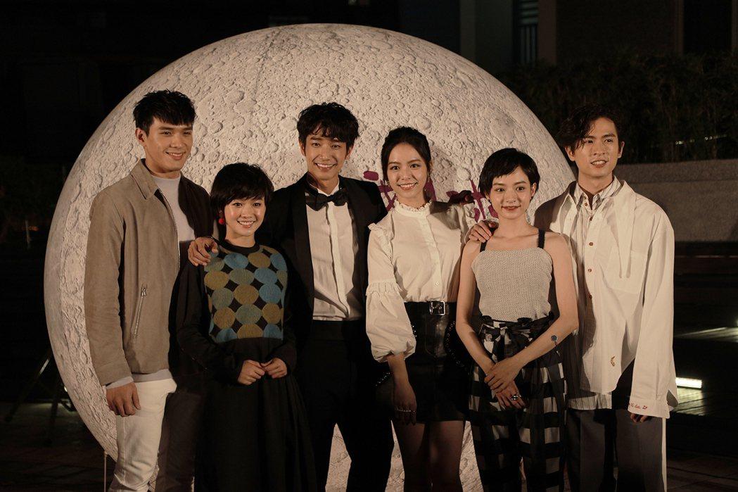「帶我去月球」在台北舉行首映,「月球幫」齊聚。圖/星泰提供