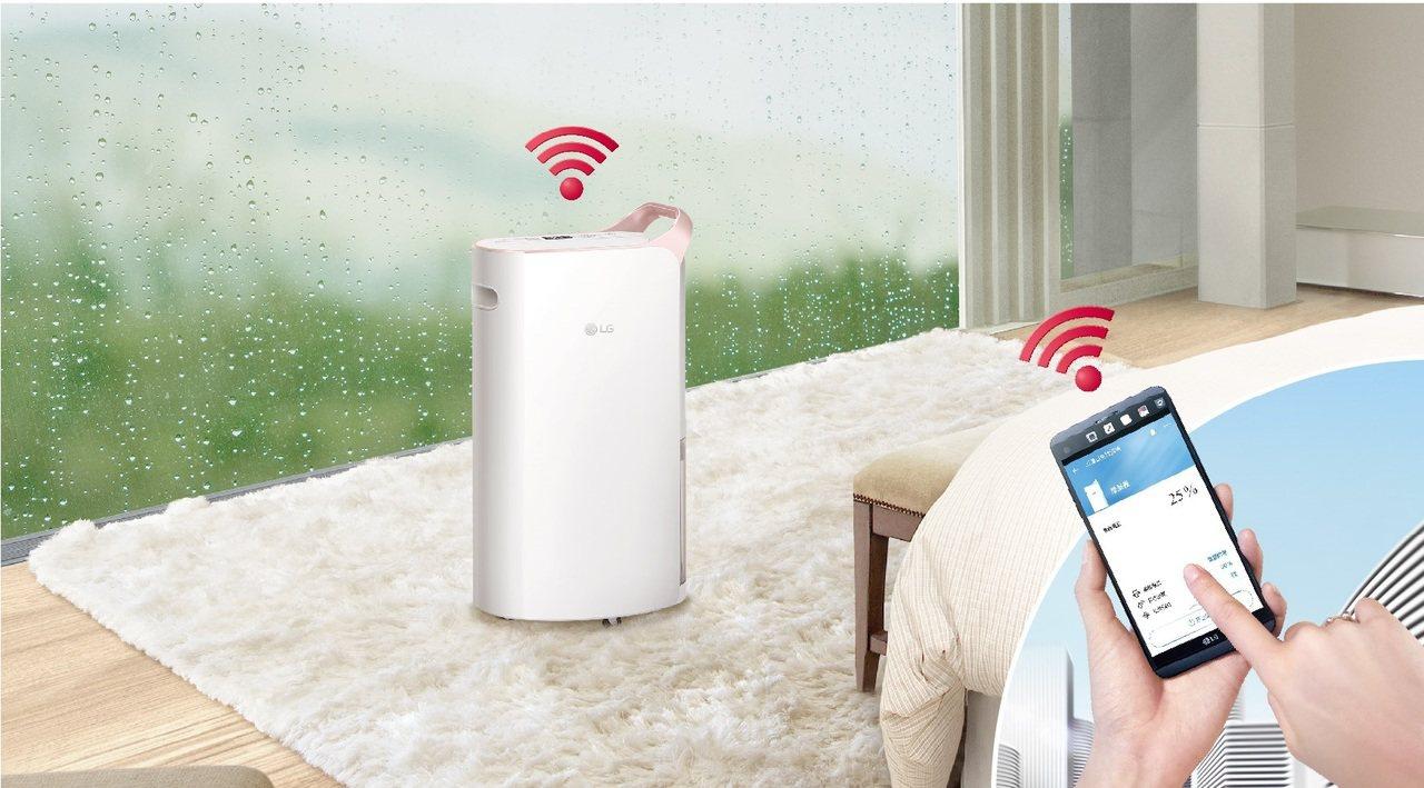 LG PuriCare變頻除濕機搭載智慧WiFi遠端控制功能,即使外出也能透過L...