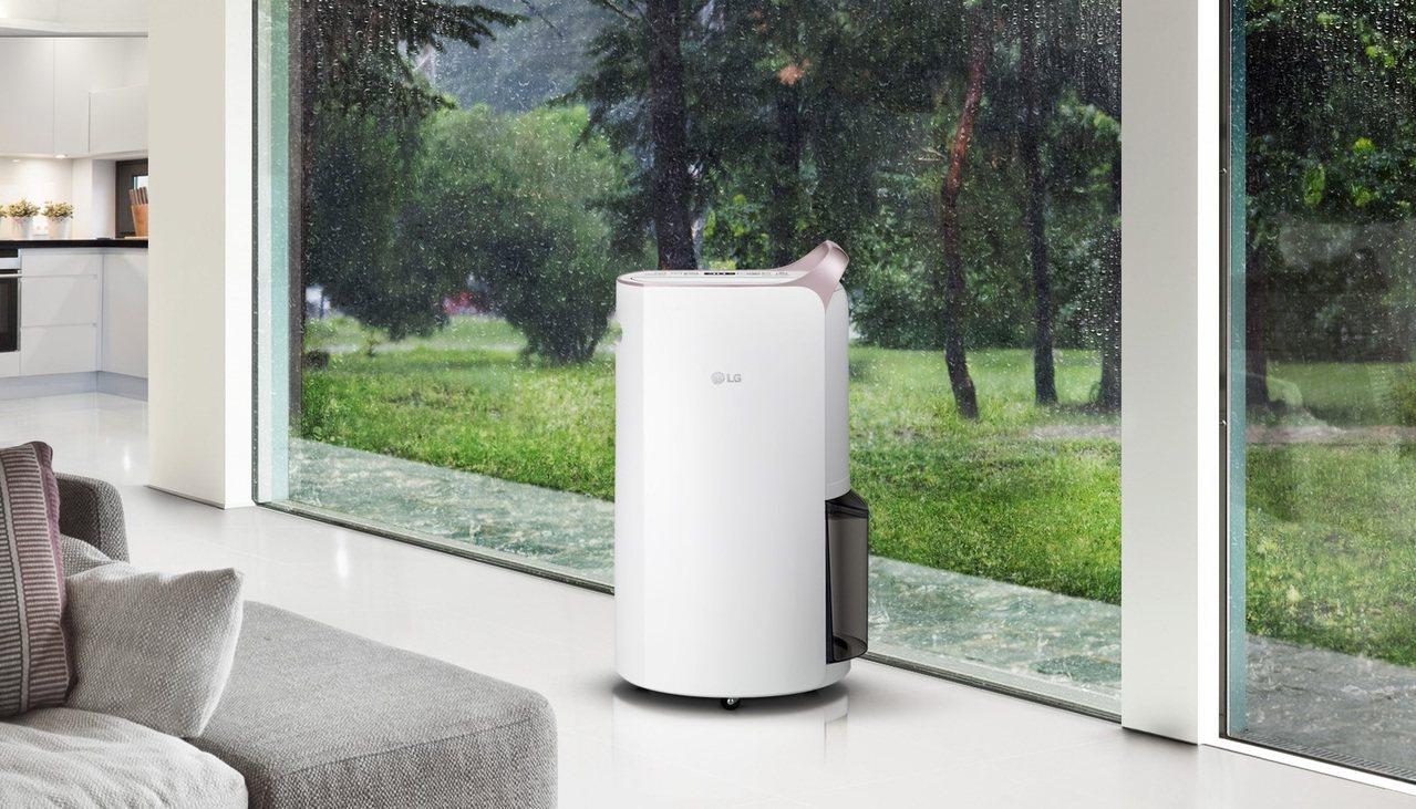 LG PuriCare變頻除濕機主動釋放奈米離子,有效分解室內空氣中的有害物質,...