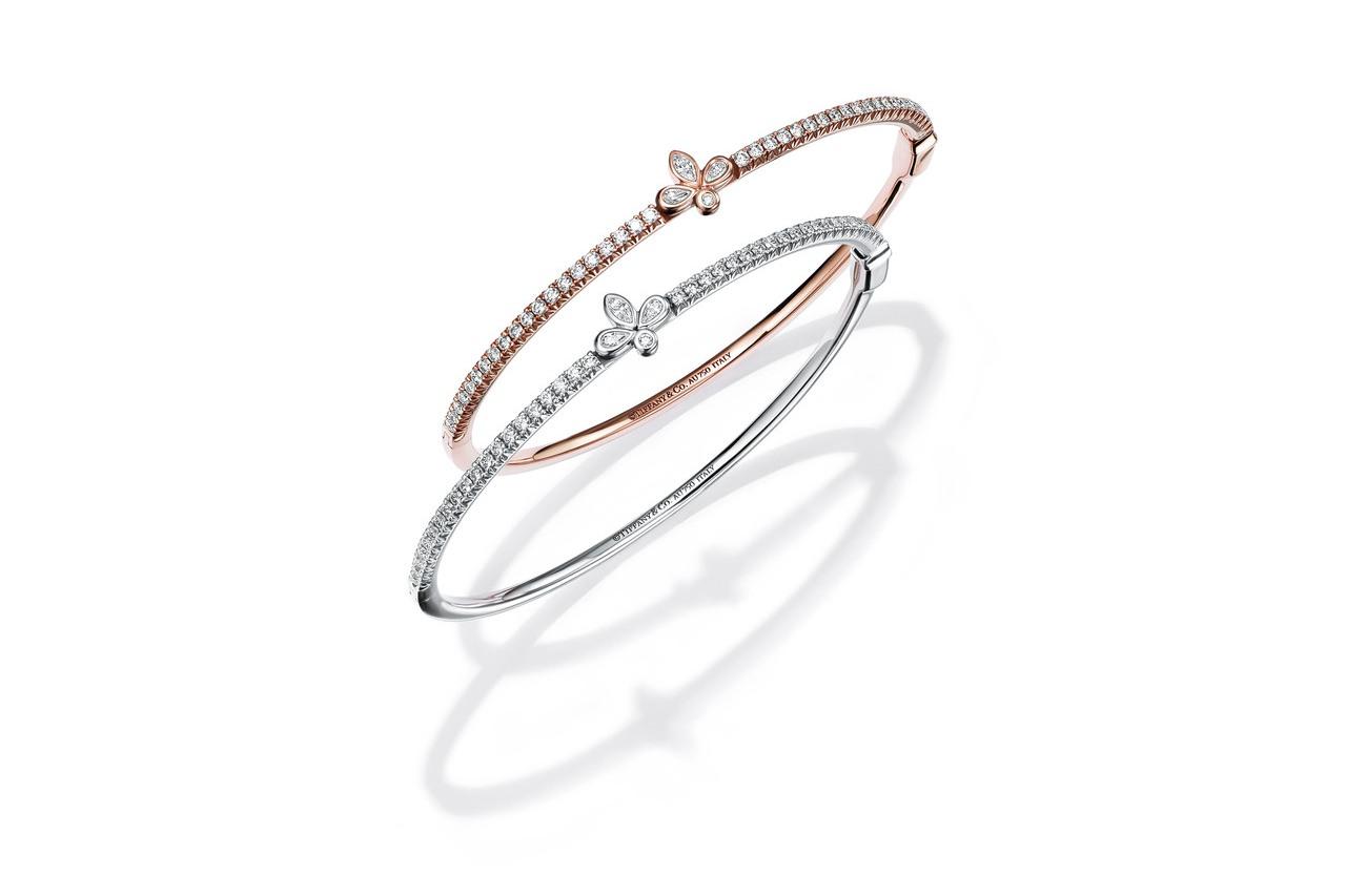 Tiffany 18K白金與玫瑰金鑲鑽鳶尾花手鐲,20萬7,000元。圖/ Ti...