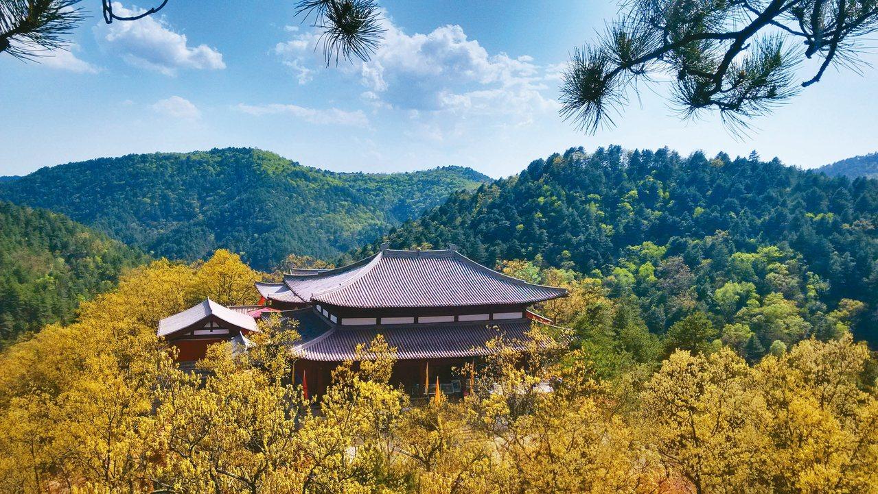 紫峨寺因山得名,曾是皇家供奉的寺院。 圖/本報陝西黃陵傳真