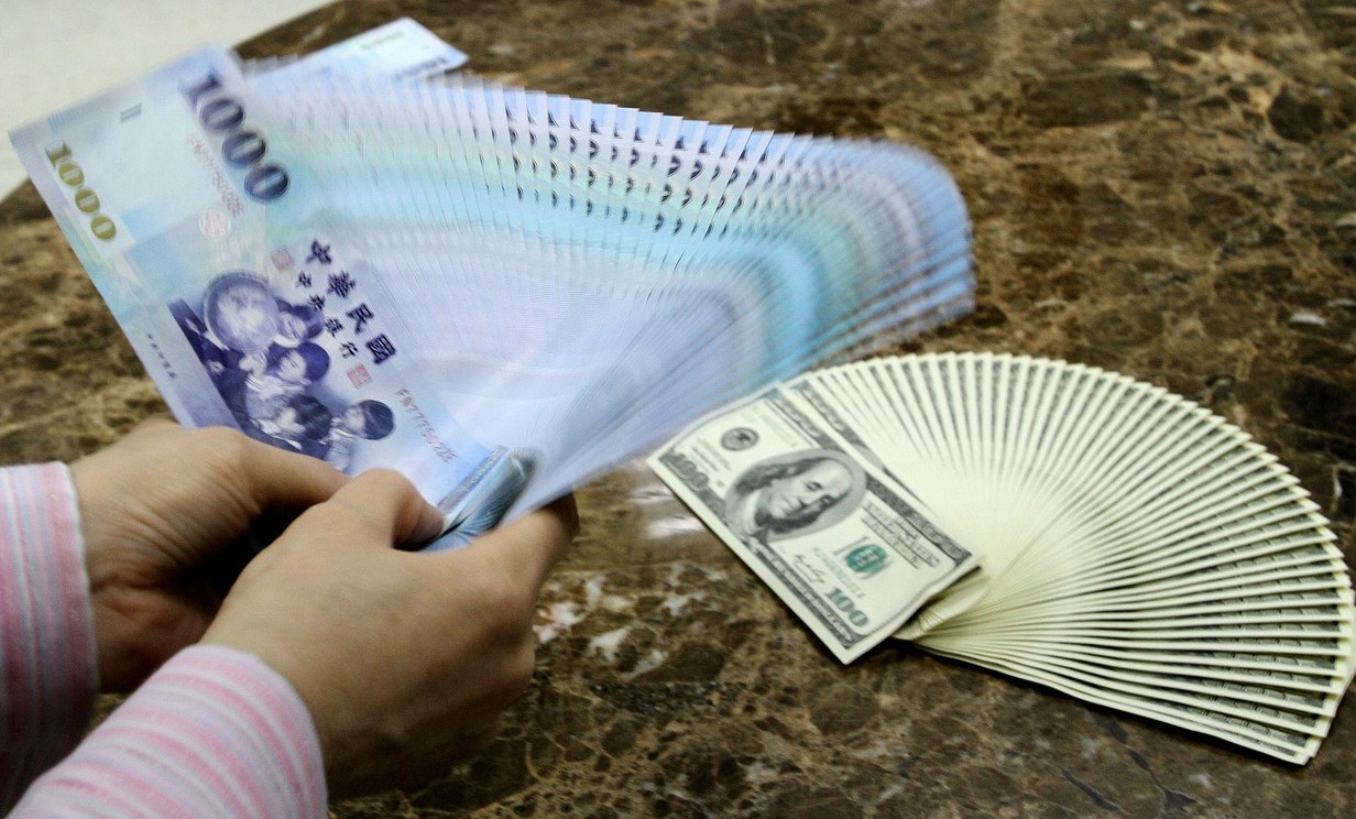 外匯市場並未出現外資大規模撤資動作,早盤新台幣還一度升破30元整數大關,最高來到...