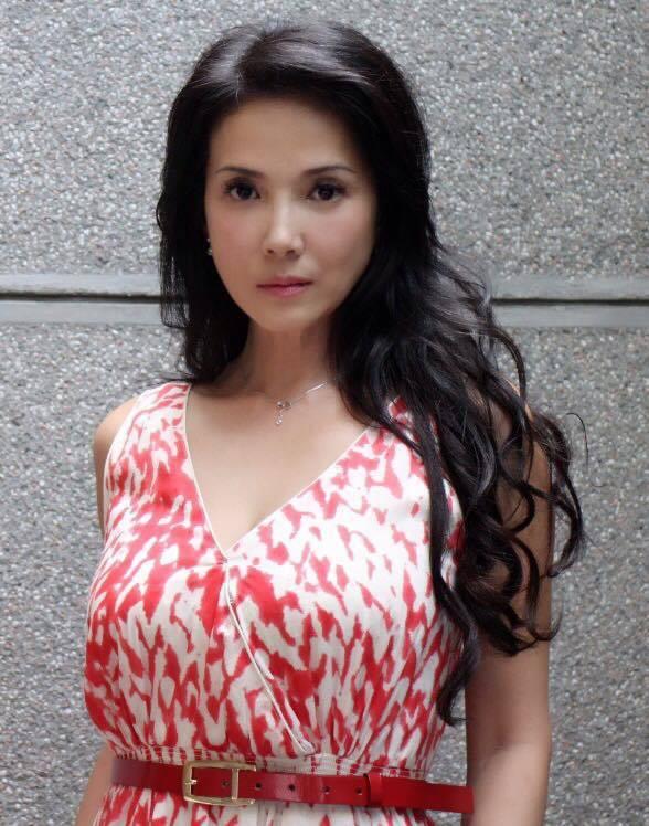 丁國琳在臉書秀出彩色版「葉女士」,為電影「大佛普拉斯」催票。圖/摘自臉書