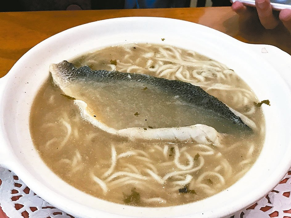 東湖喜相逢的黃魚煨麵。 圖/王瑞瑤