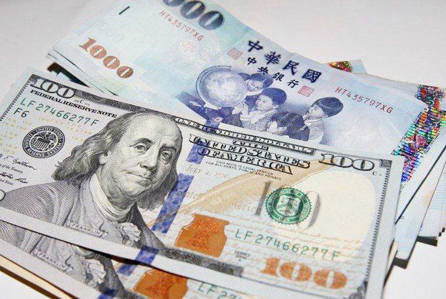新台幣兌美元今天收30.556元,貶1.4分。 報系資料照