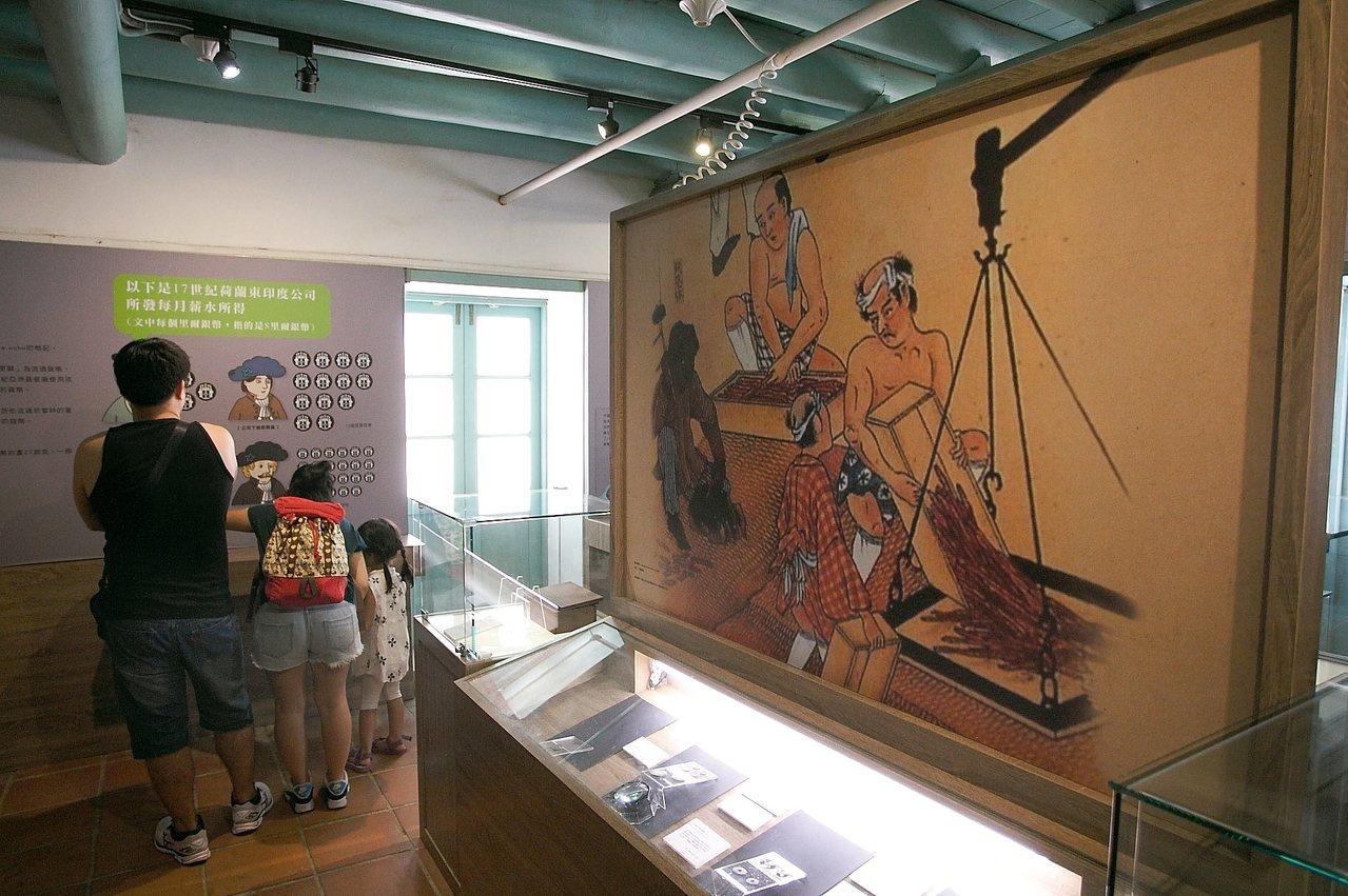 旅客在德記洋行內,可進一步了解台灣早期的發展歷史。
