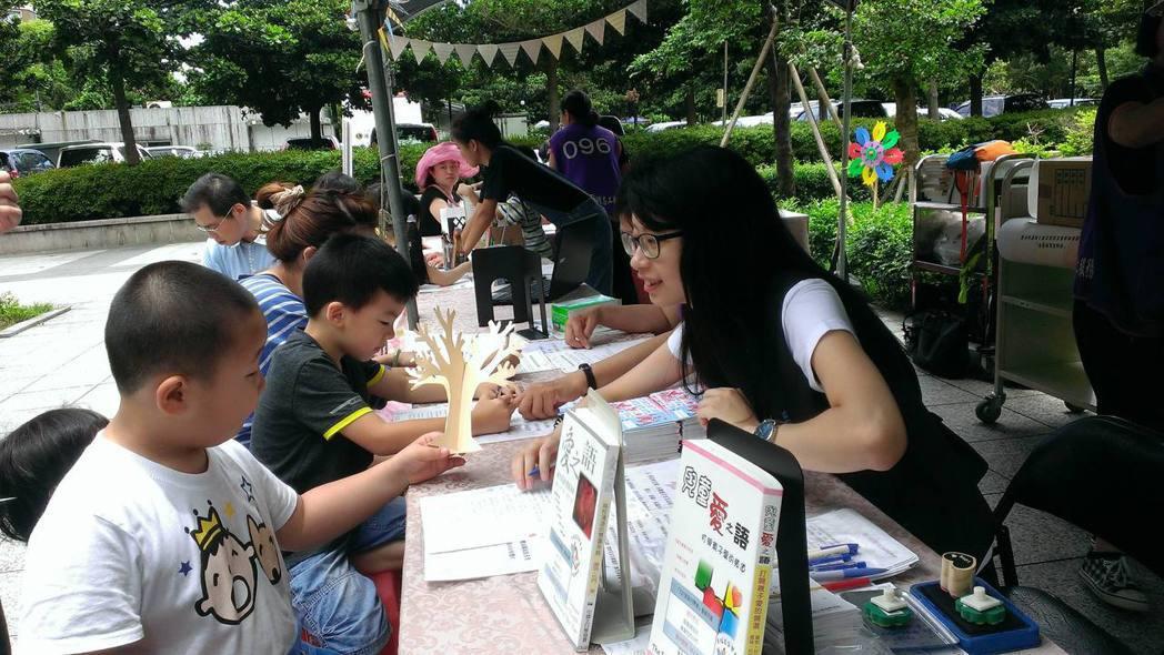 國立臺灣圖書館座落於公園內,掌握地利之便,在105年12月3日臺灣閱讀節時將82...