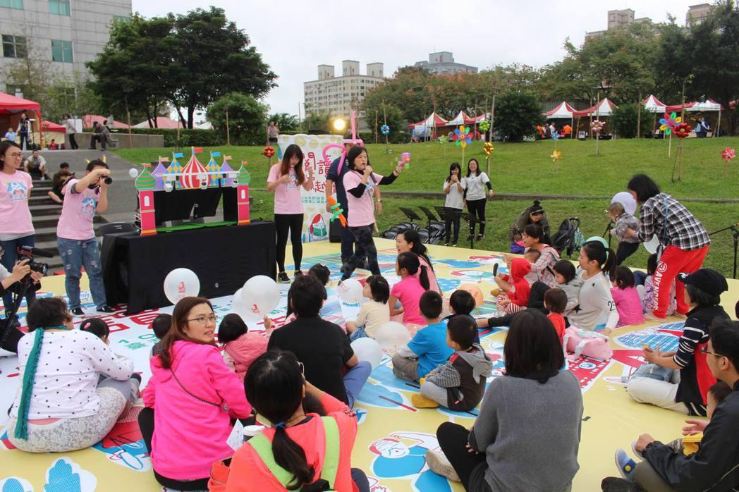 在國立臺灣圖書館這座熱鬧的閱讀公園裡,不只有傳統的說故事、導讀等活動。還有繪本作...