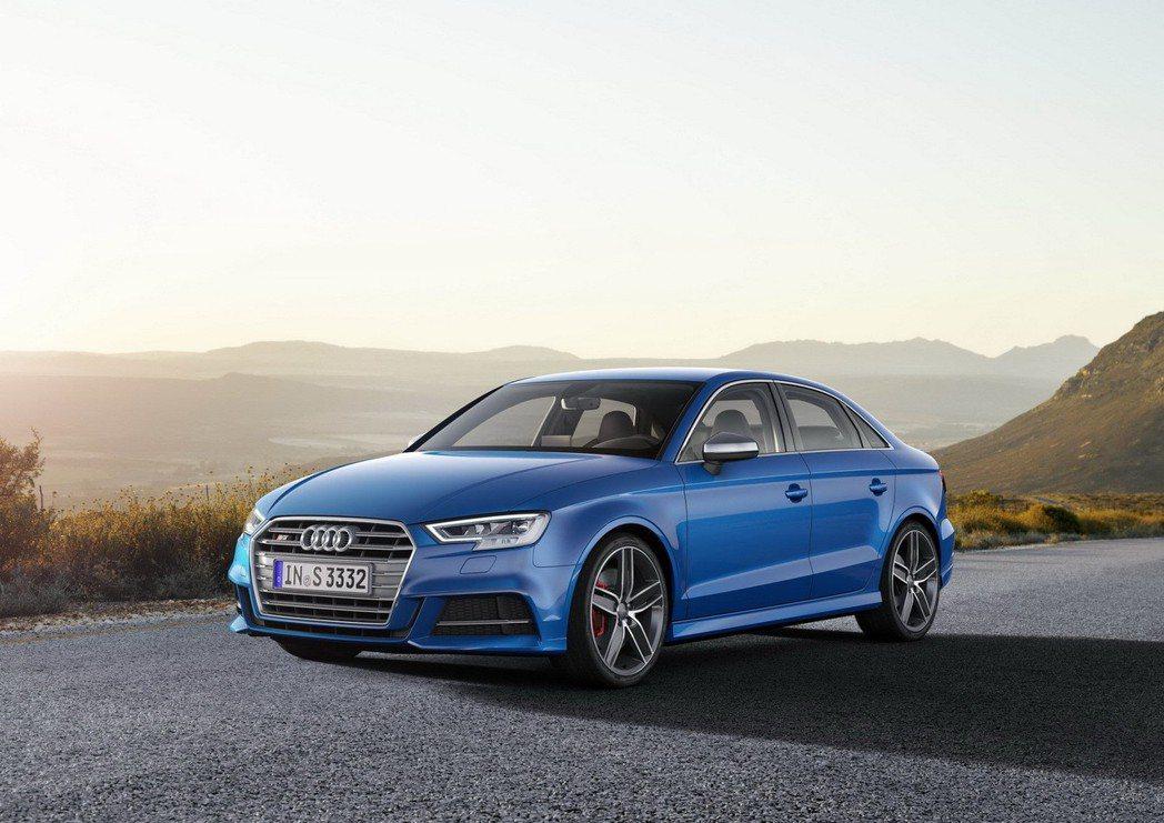 全新Audi S3前、後保險桿、側裙搭配S專屬的運動跑車化套件。 圖/台灣奧迪提供