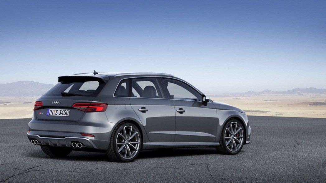 標配的18吋鋁合金輪圈、搭配225/40 R18寬幅跑胎,讓車輛視覺更加動感。 圖/台灣奧迪提供