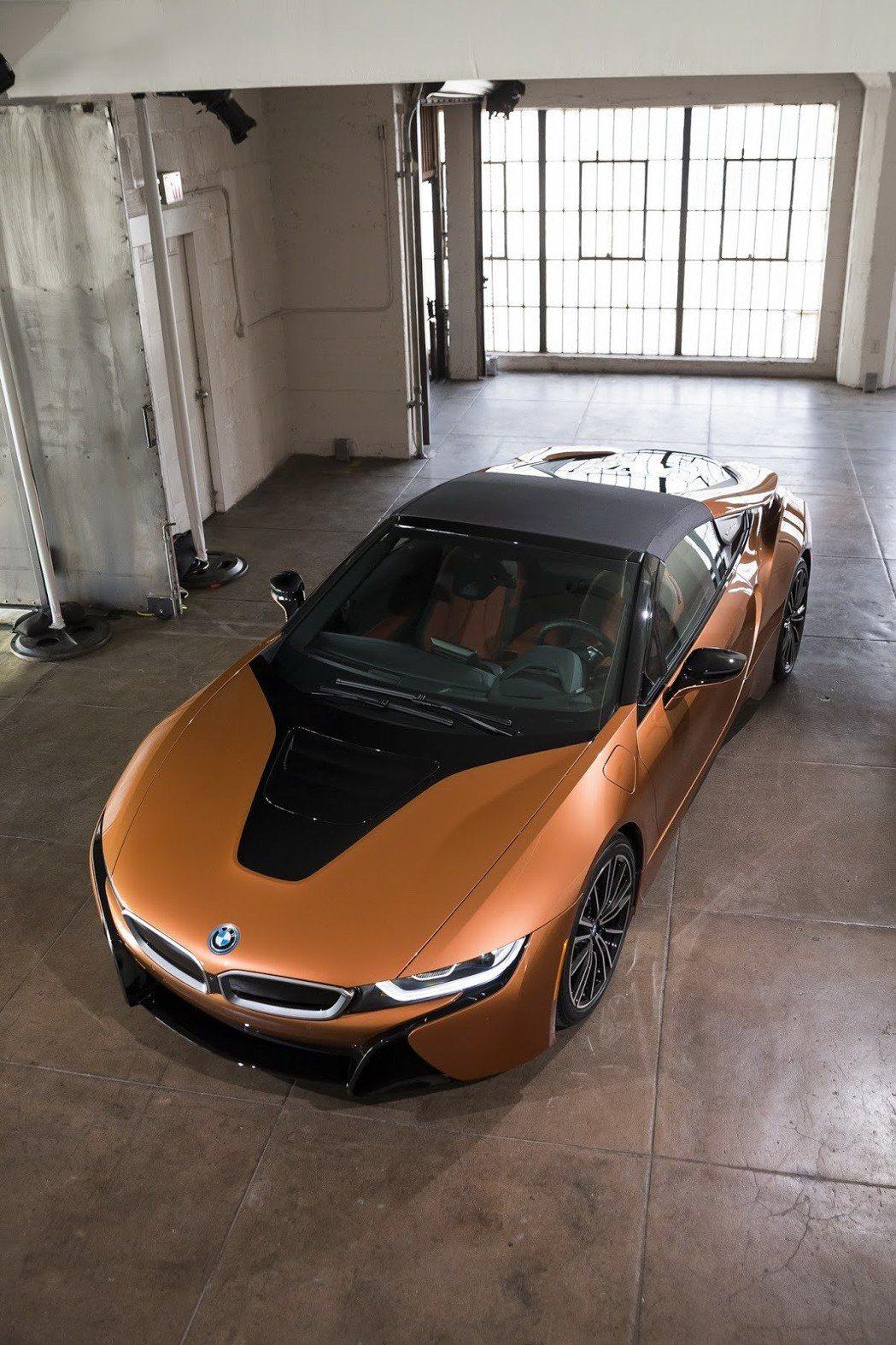 頂蓬為軟頂設計。 摘自BMW
