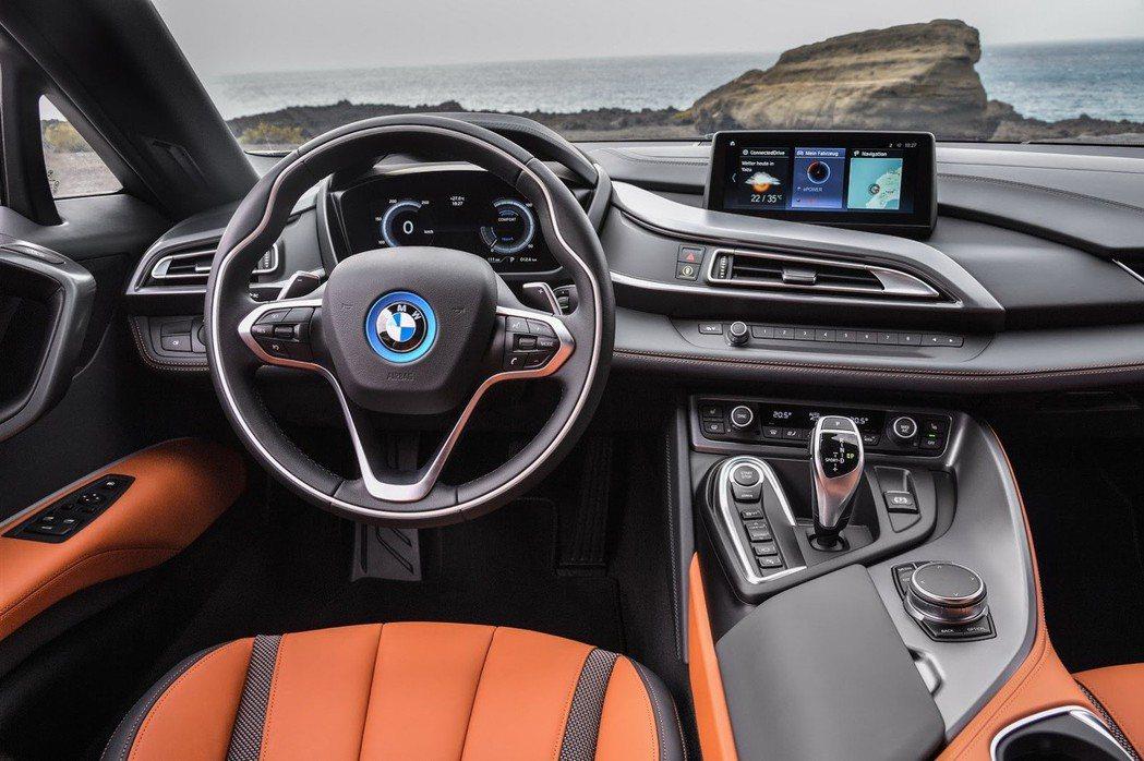 全新BMW i8 Roadster 內裝。 摘自BMW