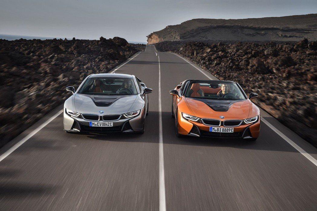 小改款BMW i8與全新BMW i8 Roadster。 摘自BMW