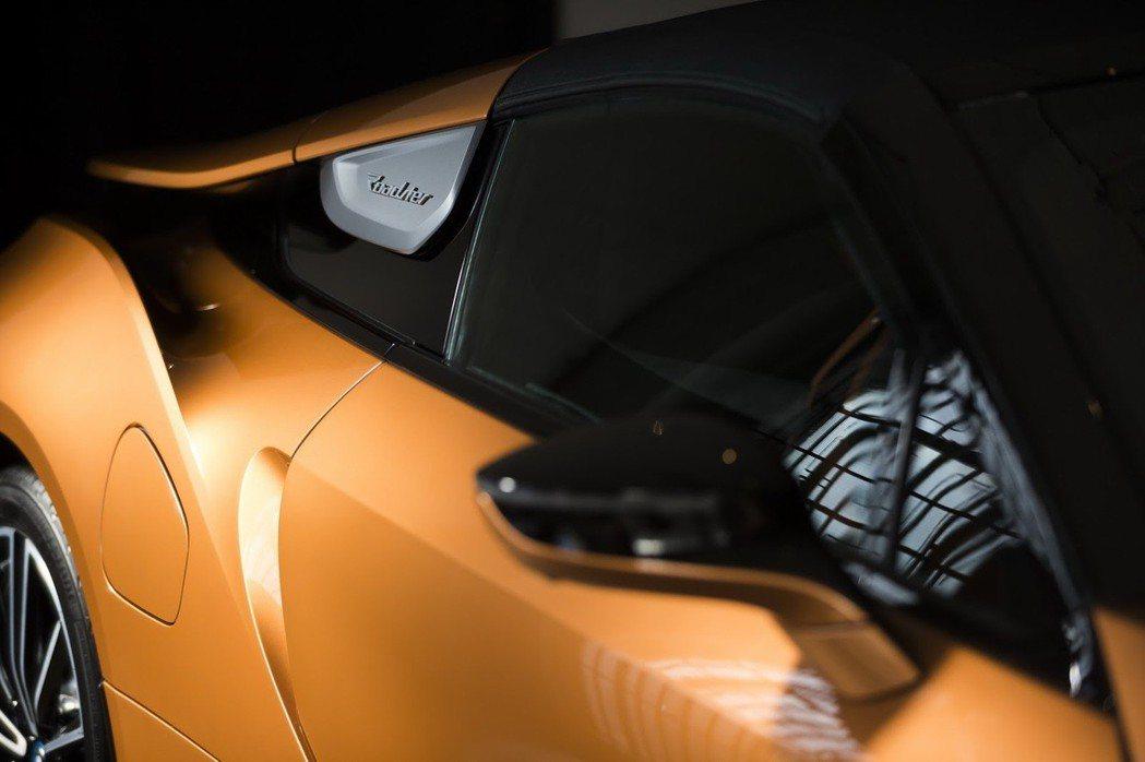 位於駝峰上的Roadster字樣。 摘自BMW