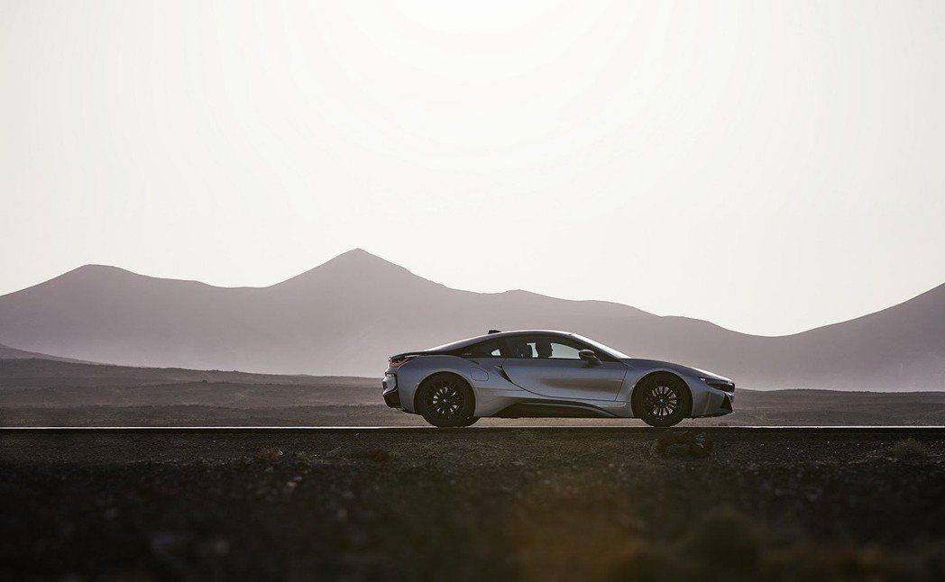 全新BMW i8。 摘自BMW