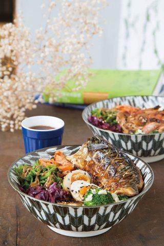 海邊來的鹽烤青花魚 170元/使用挪威青花魚,以健康烹調手法料理,再以綠花椰菜、紫高麗菜等時蔬搭配,視覺豐富又好吃。