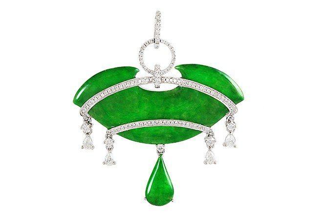 尊榮高雅陽綠翡翠墜飾。