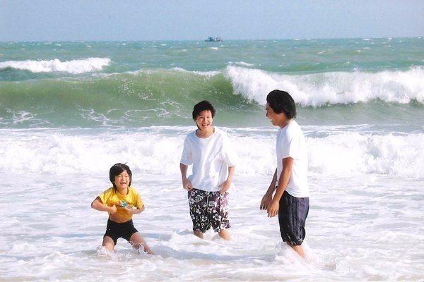 三兄弟感情好,相互支持、信任,讓陳美齡非常放心。(照片提供/香港三聯書店)