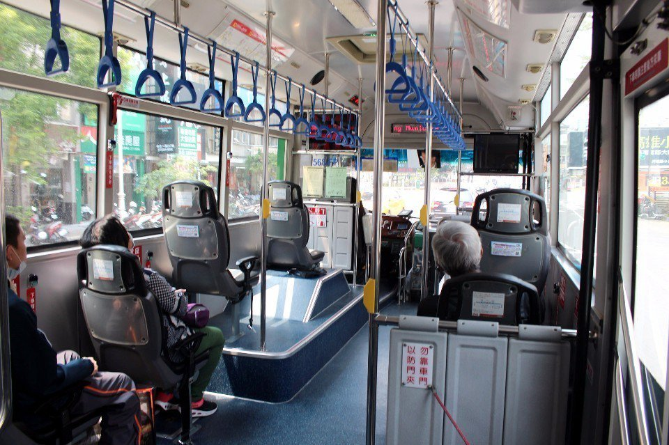 高雄公車。(Flickr授權作者-Chi-Hung Lin)