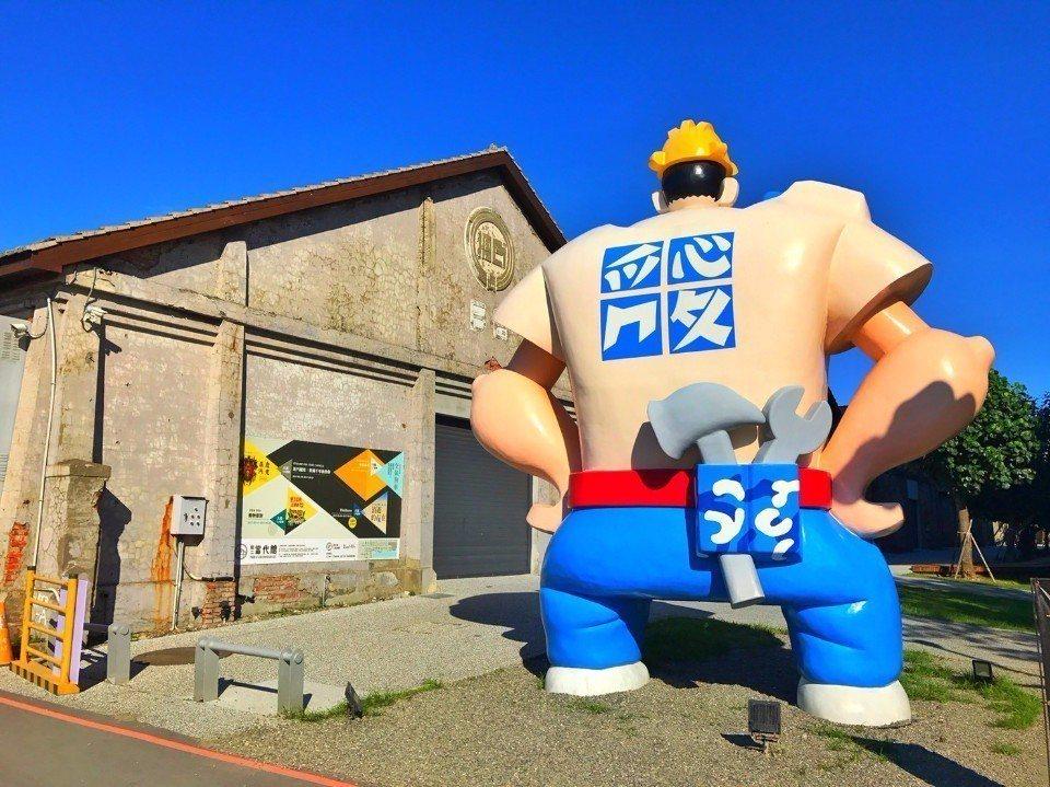 「駁二藝術特區」有許多大型裝置藝術。(圖片提供/欣傳媒)