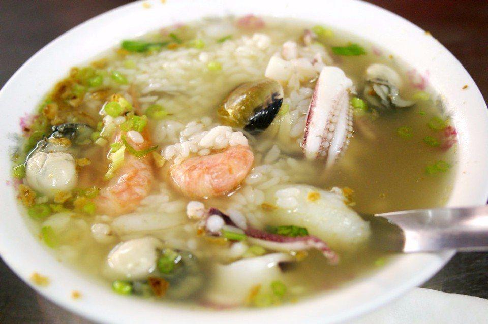 俗又大碗的美味海鮮粥。(Flickr授權作者-Andy)
