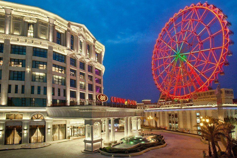 皇冠假日飯店位於「義大世界」內,可以盡情享受多元的休閒假期。(圖片來源/欣傳媒)