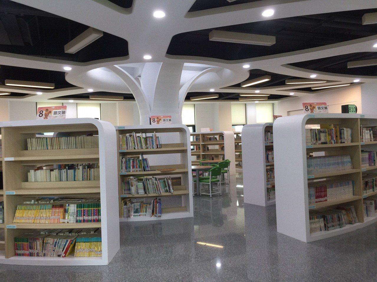 「卓永統紀念圖書館」,閱讀空間很棒。記者郭宣彣/攝影