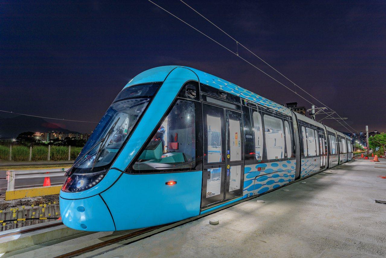 新北市淡海輕軌列車行武者號。圖/新北捷運局提供