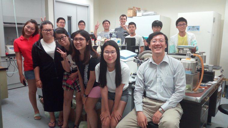 中興大學生醫工程研究所教授王惠民的研究團隊,透過國際合作與香港浸信大學和澳門大學...