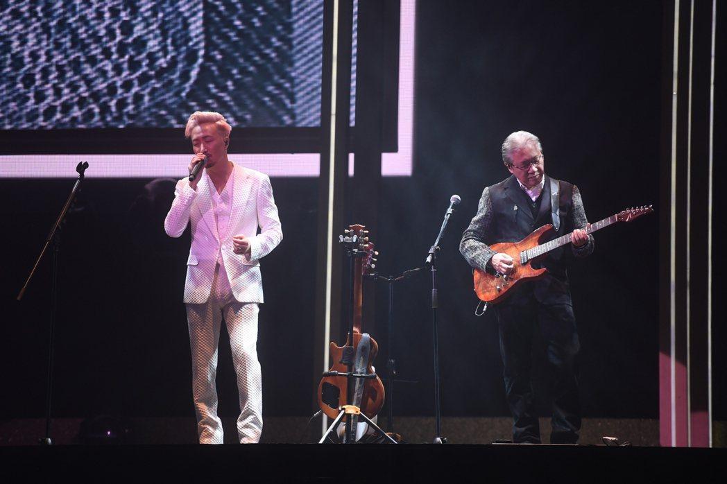 鄭中基(左)來台開唱,加重安排了國語曲目。圖/寬宏藝術提供