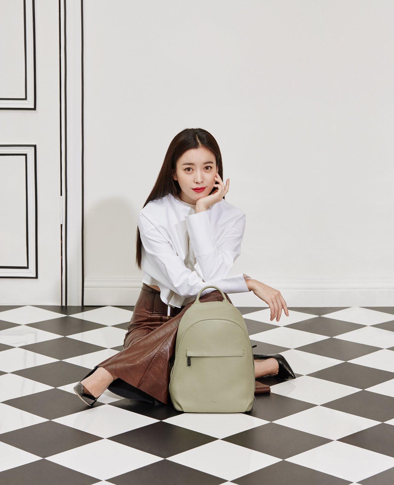 Lipault新推出「亞洲限定系列」,找來韓國女星韓孝周示範一系列穿搭照。圖/L...