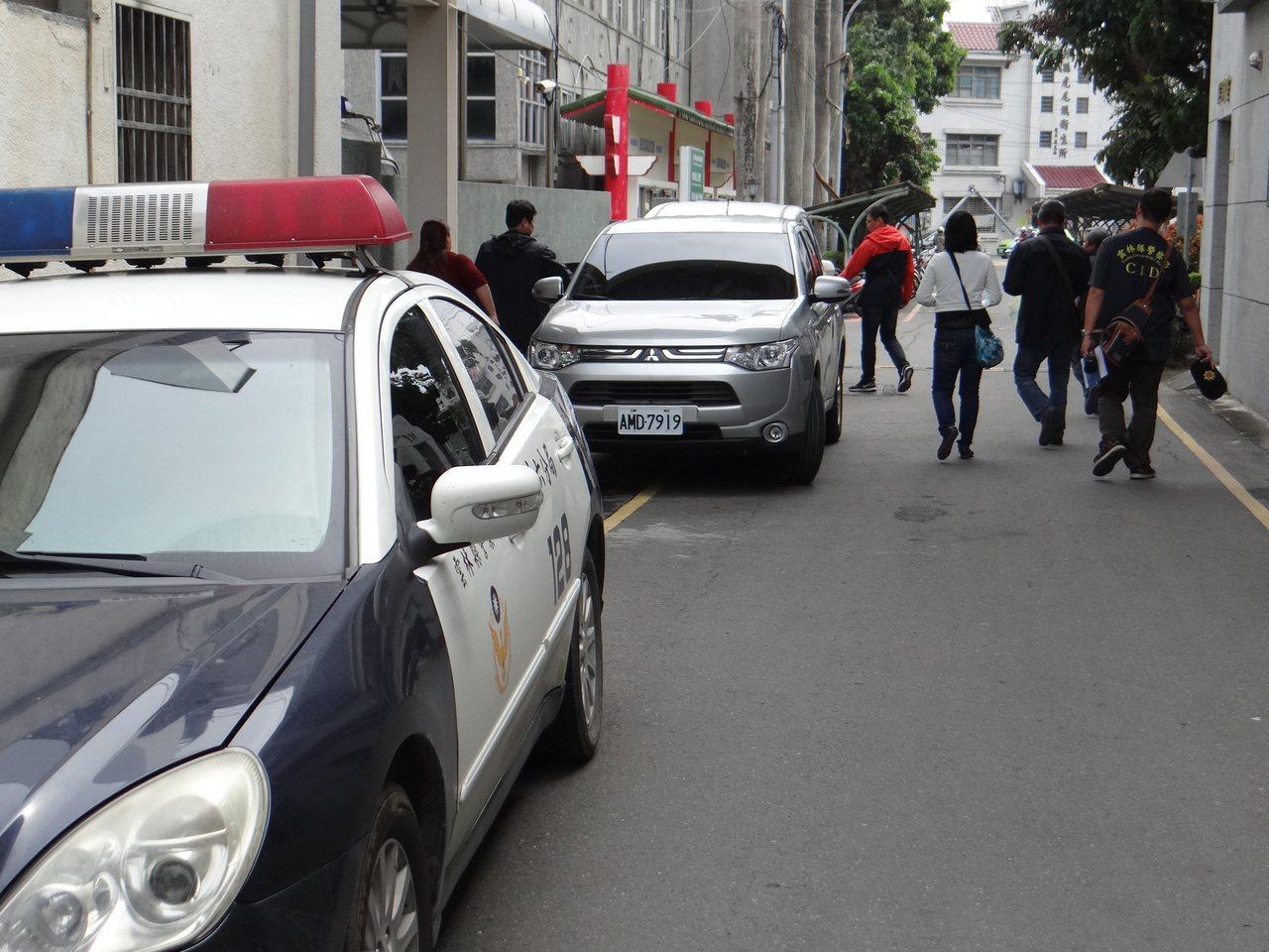 雲林縣斗六分局以一張沾精衛生紙偵破17年前一起強盜性侵案。記者蔡維斌/攝影
