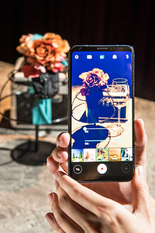 LG V30+具備全新Cine Video專業電影模式,內建15種預設電影效果。...