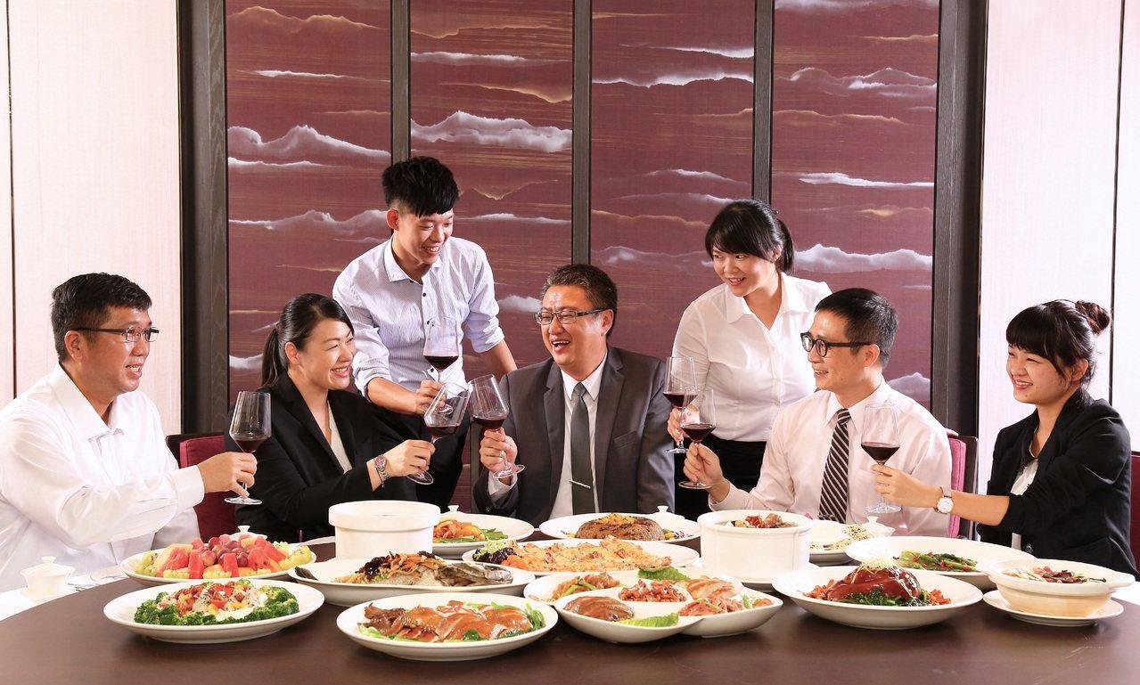 台南大員皇冠假日酒店推出「慶豐收」尾牙春酒專案。圖/台南大員皇冠假日酒店提供