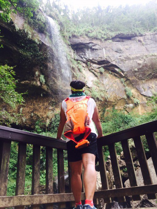 摩天瀑布是最可親近的瀑布,在觀景台上即可享受豐富的負離子芬多精 。記者陳珮琦/攝...