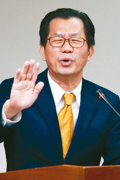 環保署長李應元昨指出,如果紅色警戒站日數未減兩成,他會辭職負責。 記者王騰毅/攝...