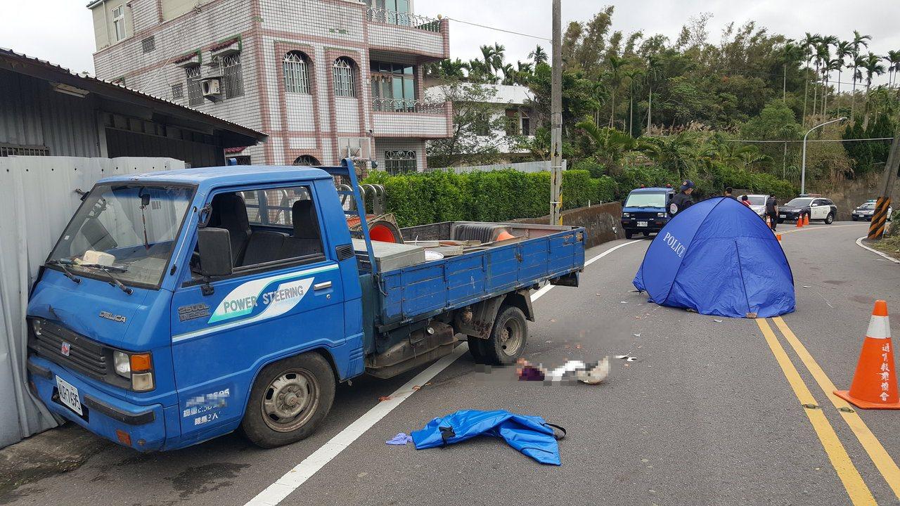 徐姓老夫婦昨天上午在苗栗縣西湖鄉騎機車發生車禍雙亡。 記者胡蓬生/攝影