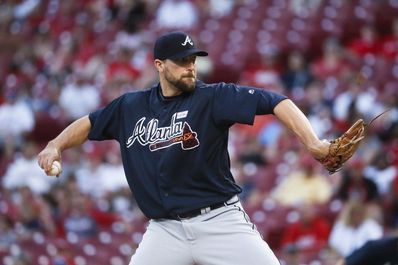 34歲的強森過去是金鶯終結者,但近年功力下滑,已成為棒球浪人,如今被交易到天使,...